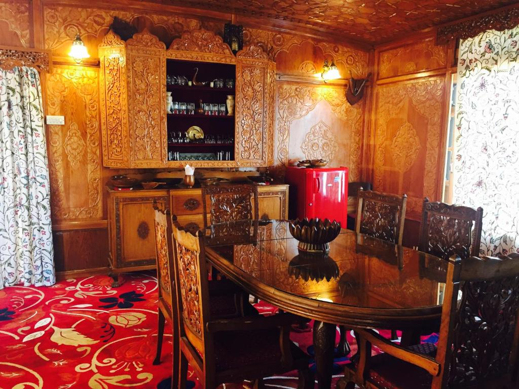 dating places in srinagar