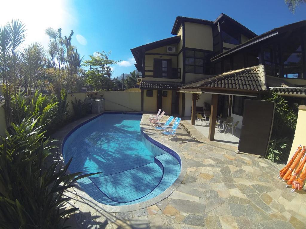 The swimming pool at or near Pousada Samburá