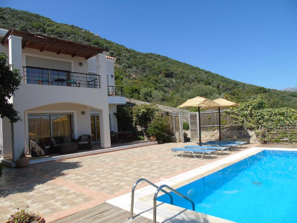 agios nikolaos single hispanic girls Sunbeam is situated a few yards from the picturesque agios nikolaos lake and 450 yards from the beaches sunbeam offers modern, refurbished accommodation with free wi-fi the bright en suite rooms have a refrigerator, tv and air conditioning.
