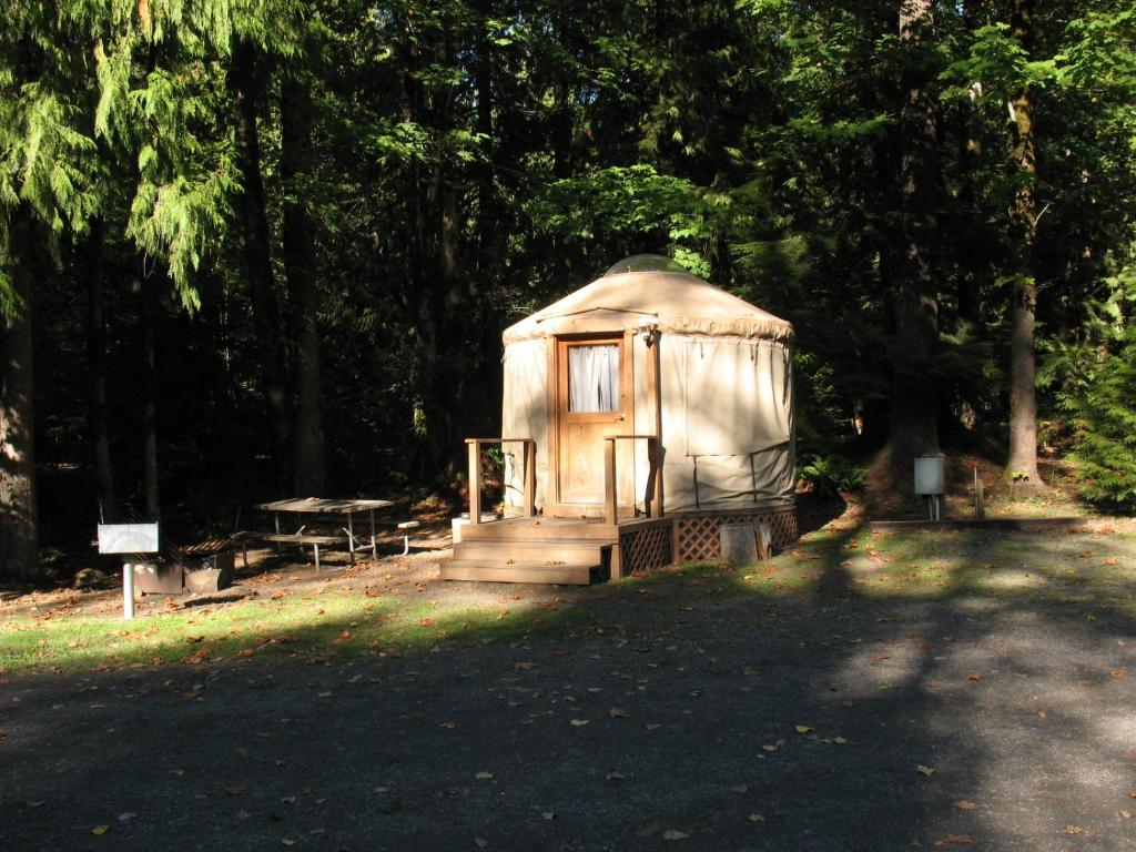 mount hood village yurt 1, welches, or - booking