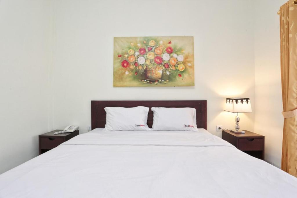 Postel nebo postele na pokoji v ubytování RedDoorz @ Benesari 2