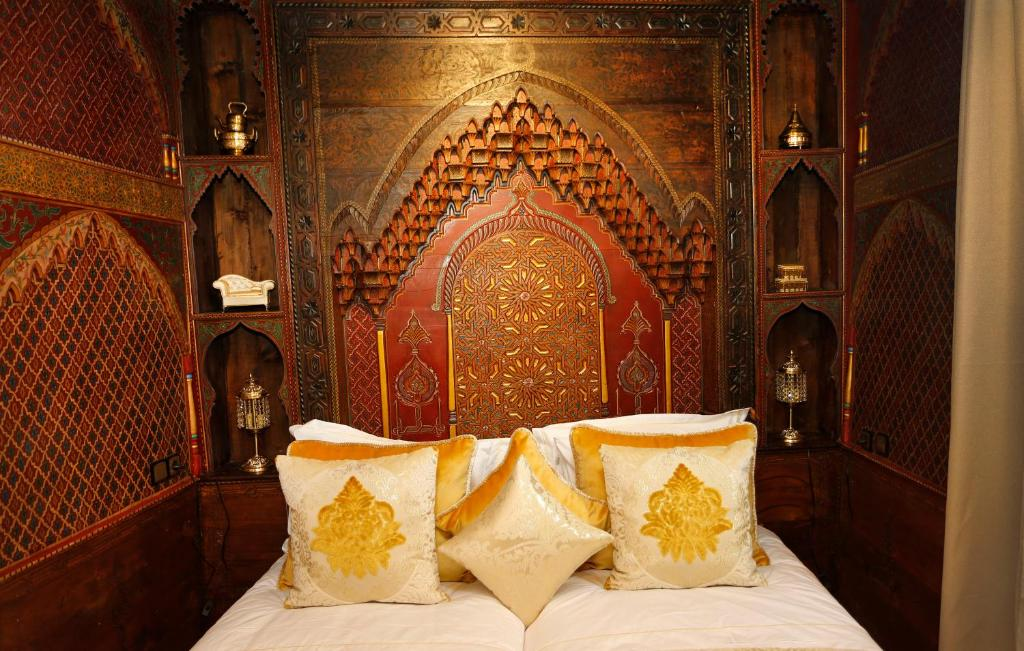 A bed or beds in a room at Riad Cherifa