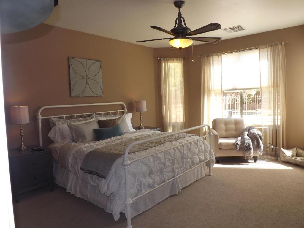 Vacation Home Field Of Dreams, Surprise, AZ - Booking.com