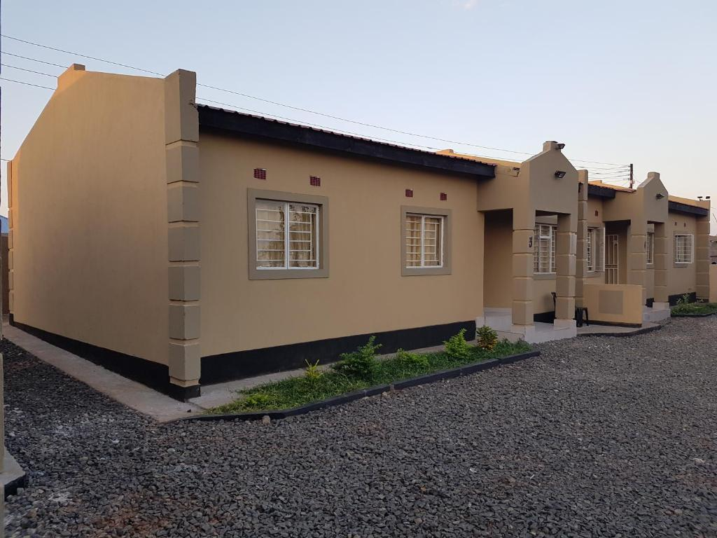 Sumbulwa Apartments, Livingstone, Zambia - Booking.com on