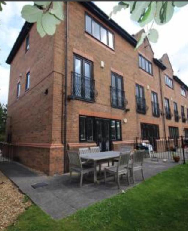 Lowry Park Apartments: Vacation Home Lovely House In Salford Quays, Manchester