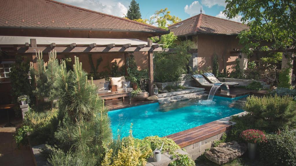 Luxus pool  Luxus Wellness Apartman, Békéscsaba, Hungary - Booking.com