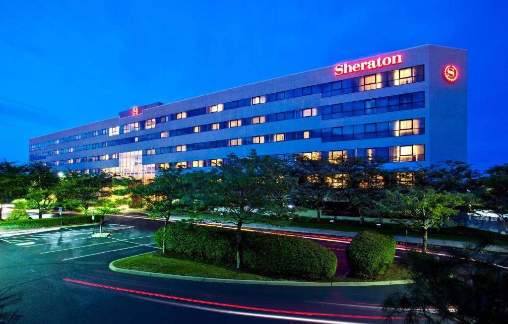 Souvent Sheraton Eatontown Hotel, NJ - Booking.com UF72