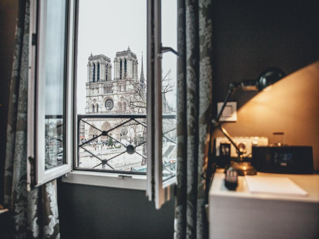 hotel notre dame saint michel paris france. Black Bedroom Furniture Sets. Home Design Ideas