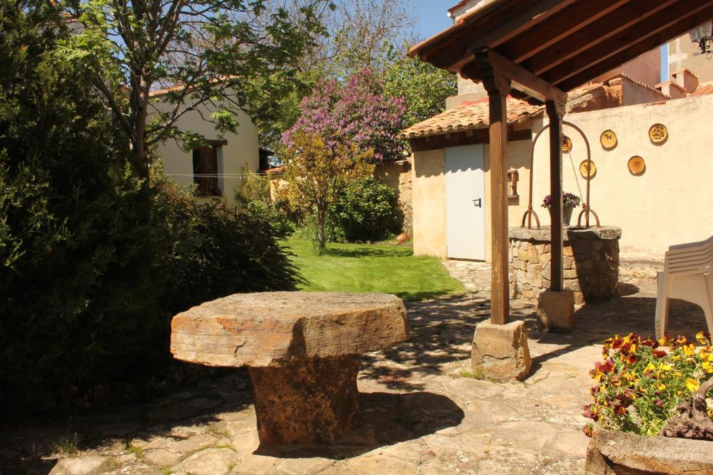 Casa rural el alfar tajueco spain - Casa patio del panadero ...