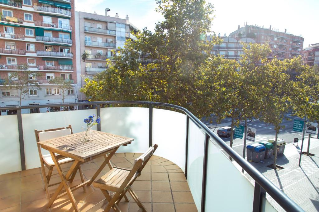 A balcony or terrace at New & Sunny Apartment