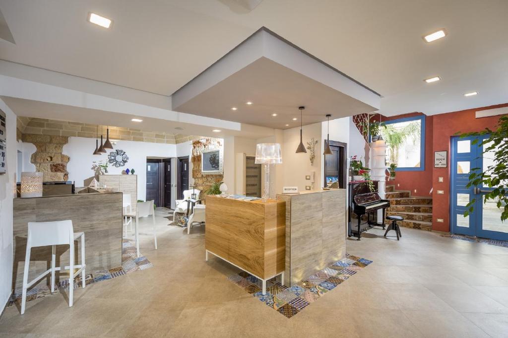 The lobby or reception area at Hotel Vento del Sud