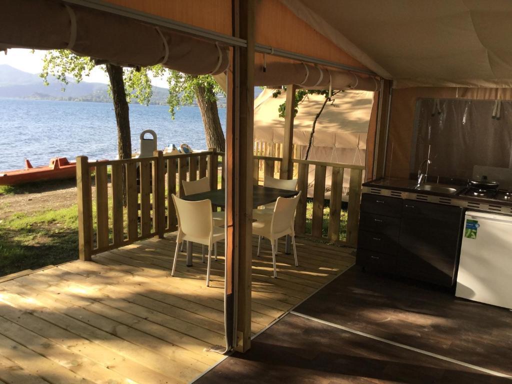 Campeggio Parco Del Lago Glamping (Italia Anguillara Sabazia ...