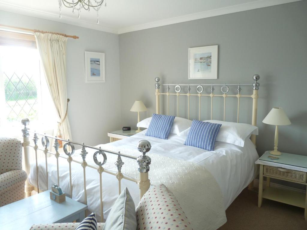 A bed or beds in a room at Cally Croft