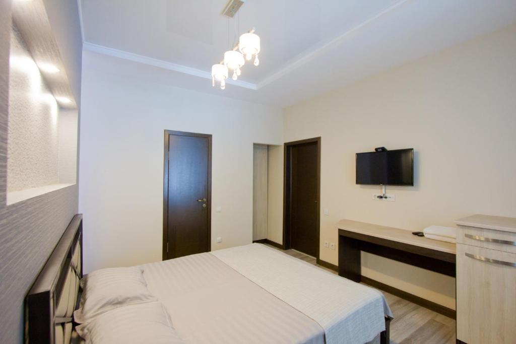 Łóżko lub łóżka w pokoju w obiekcie Center Hotel