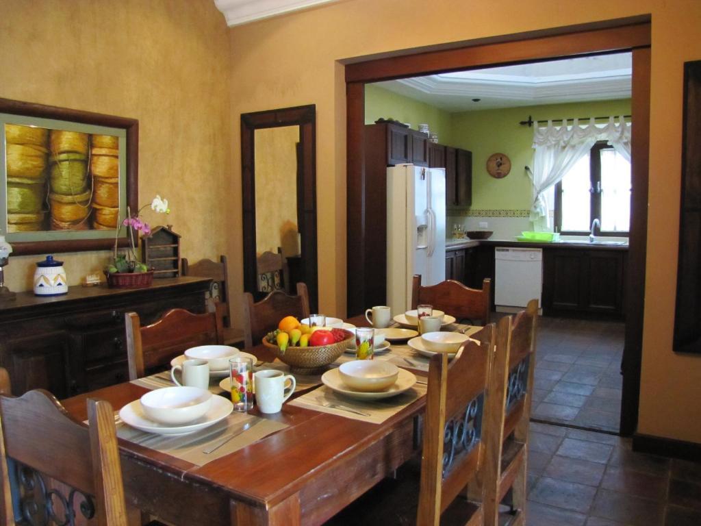 Vacation Home Casa Colores, Antigua Guatemala, Guatemala - Booking.com