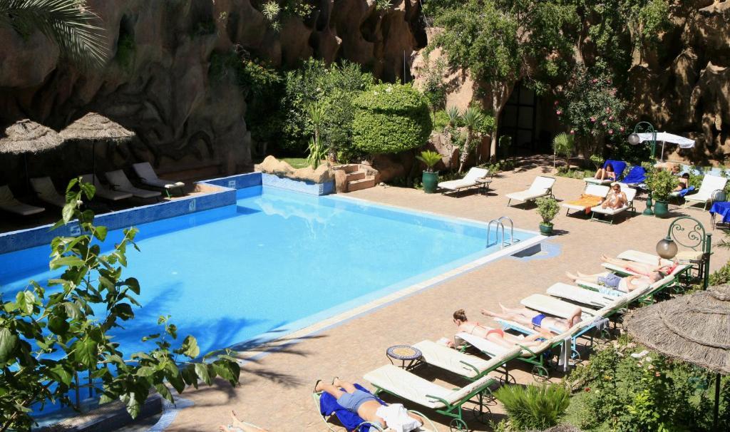 Vue sur la piscine de l'établissement Imperial Holiday Hôtel & spa ou sur une piscine à proximité