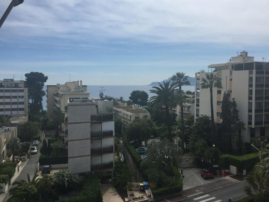 Appartement perez cannes france for Booking appartement
