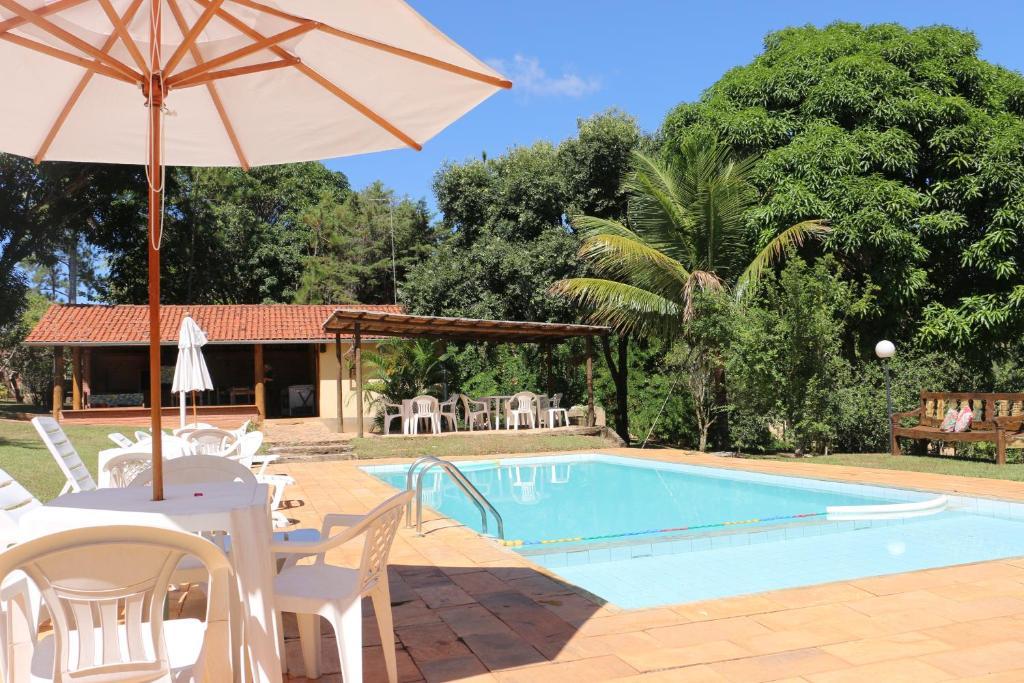 The swimming pool at or near Pousada Alto do Bau