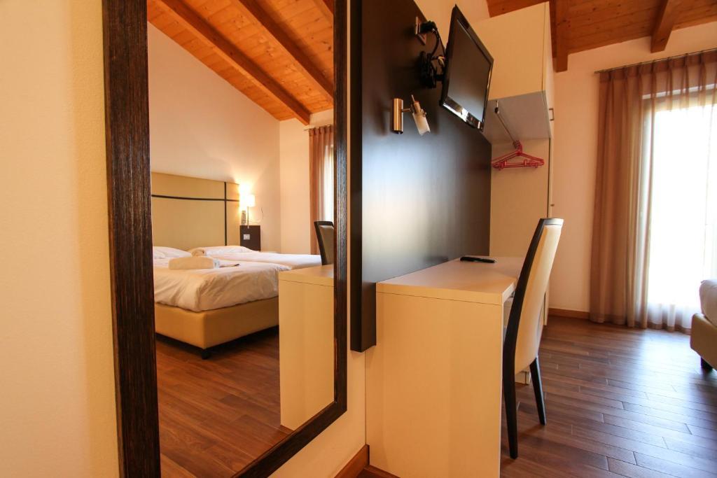 TV a/nebo společenská místnost v ubytování Thai Orchidee Restaurant&Rooms
