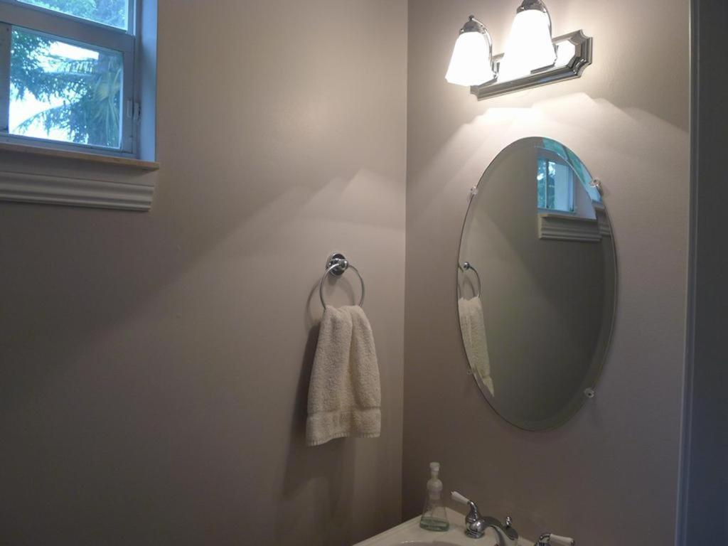 Sabrina Village Fort Lauderdale FL Bookingcom -  fort lauderdale bathroom mirror light