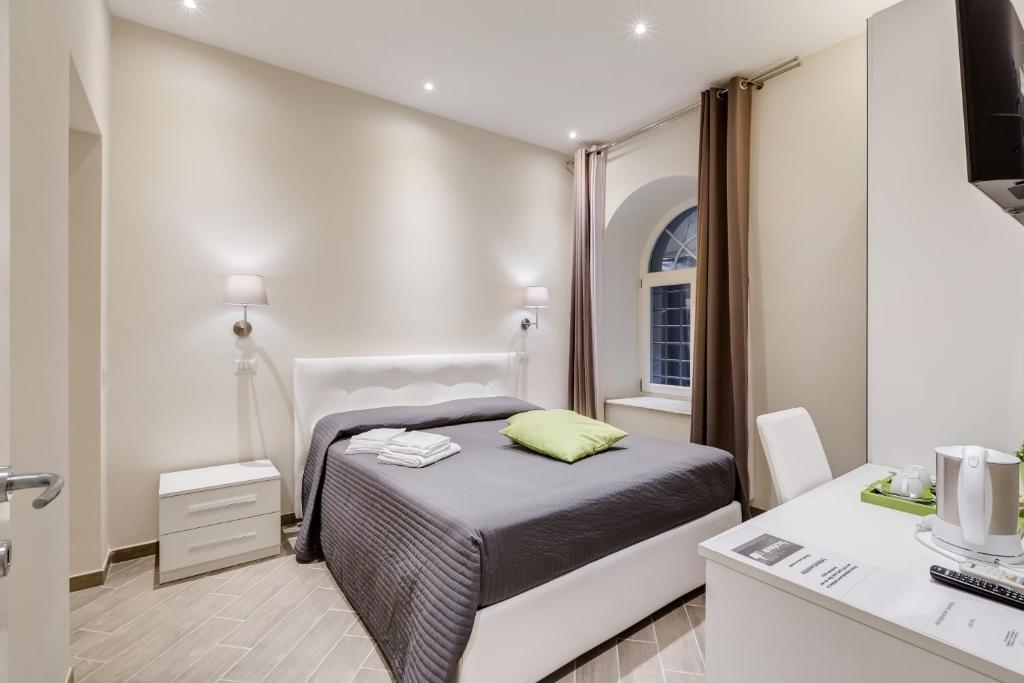 A bed or beds in a room at Vaticano 38 Suites