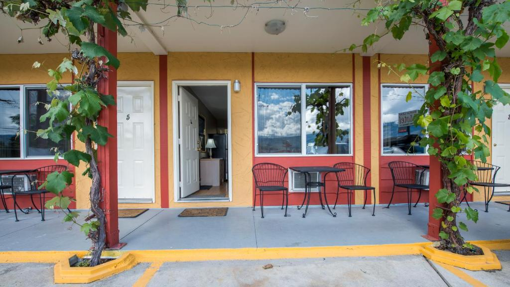 Maple leaf motel towne oliver canada booking gallery image of this property freerunsca Gallery