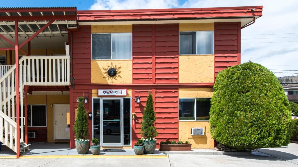 Maple leaf motel towne oliver canada booking gallery image of this property gallery image of this property freerunsca Gallery