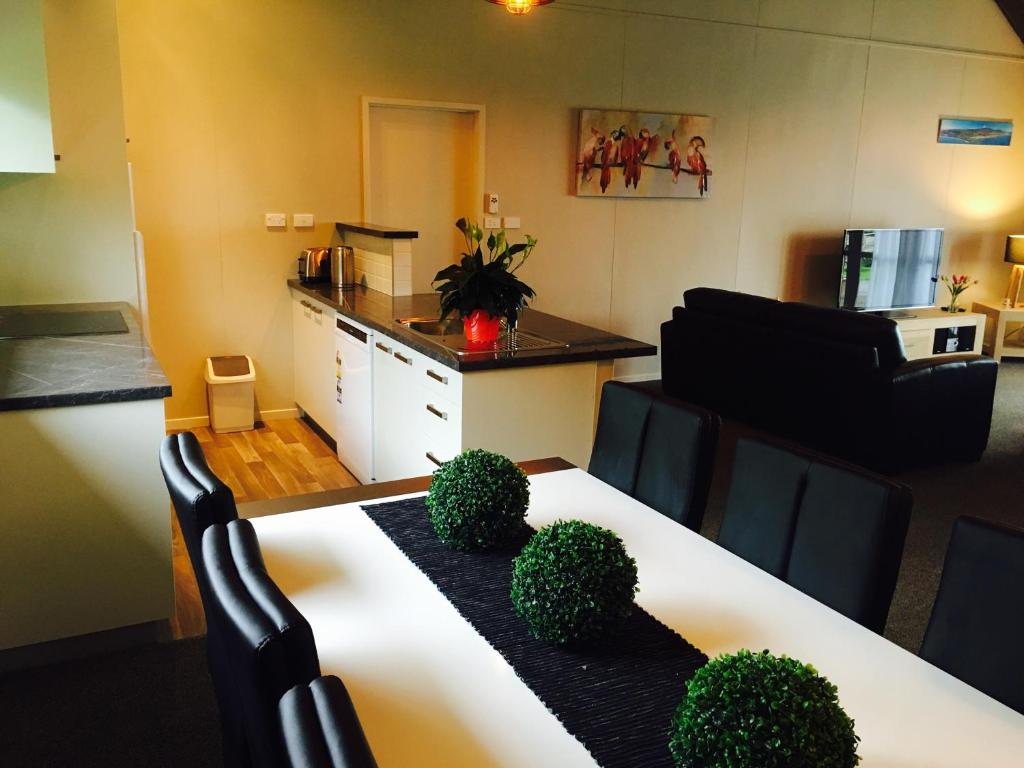 f52cdb6a27b Apartment A Touch of Tuscany at Hillsborough, New Plymouth, New ...