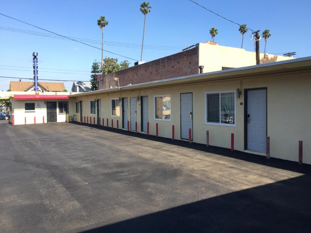 The Park Motel at 4151 South Figueroa Street Los Angeles
