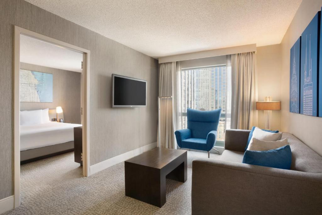 Hotel Hilton Chicago Mag Mile Suites Il