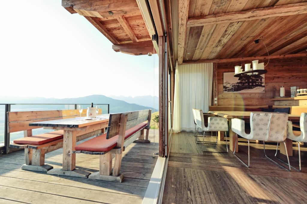 maierl alm maierl chalets kirchberg in tirol avec des photos. Black Bedroom Furniture Sets. Home Design Ideas