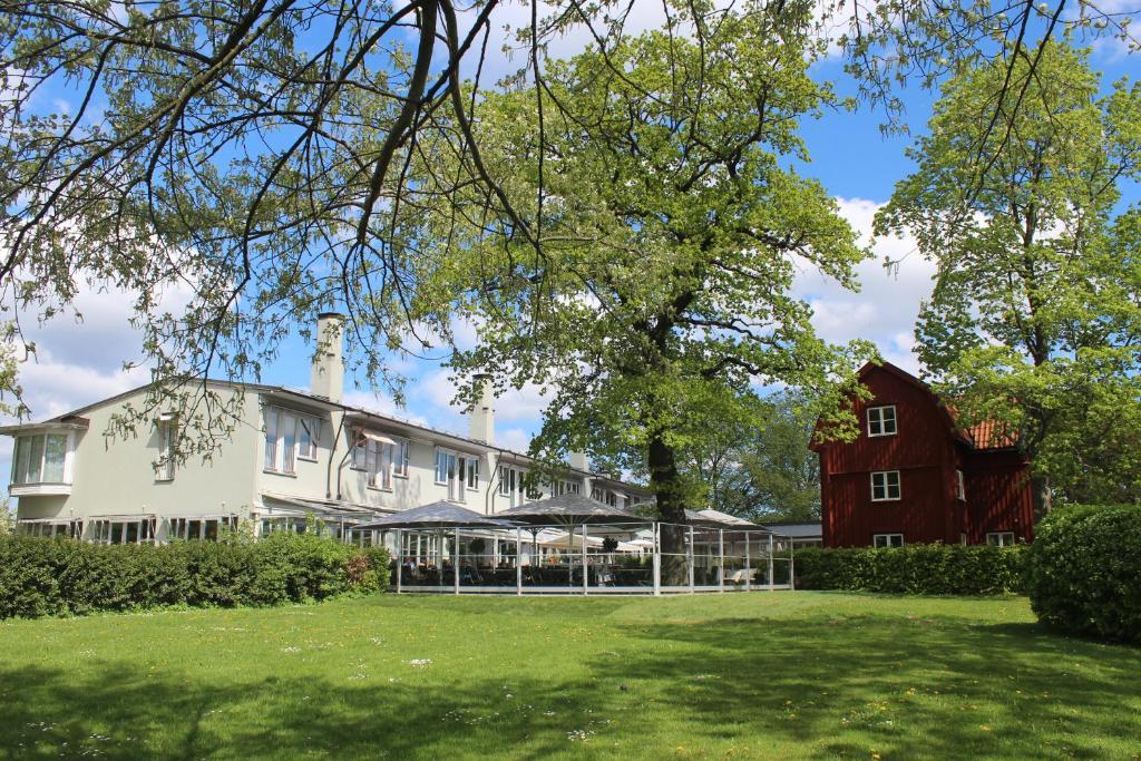 A garden outside Villa Källhagen
