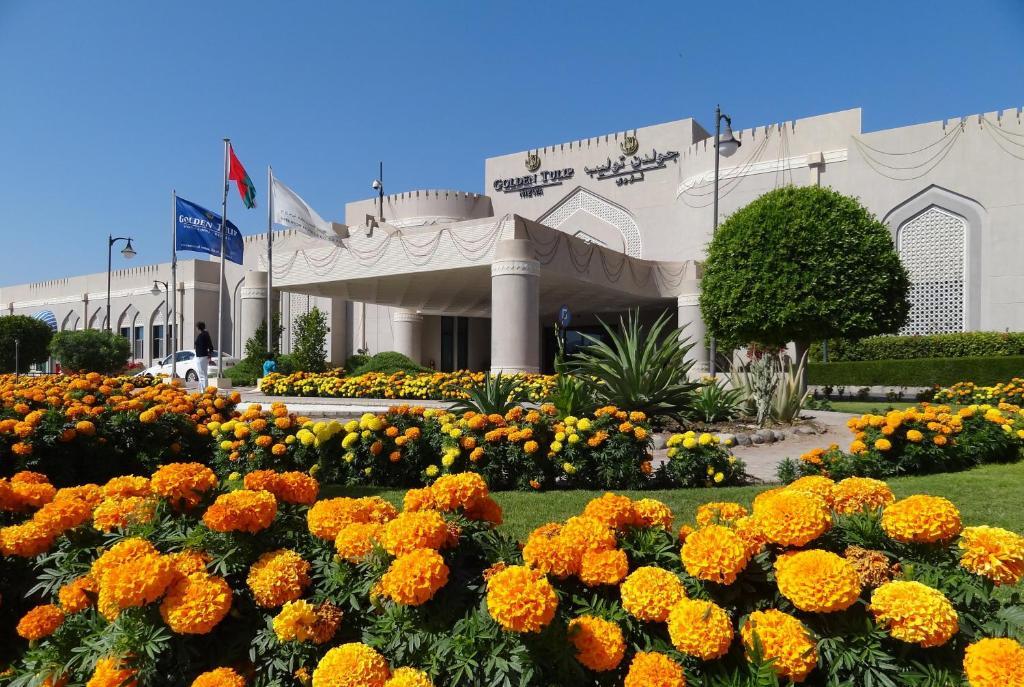 Afbeeldingsresultaat voor Nizwa golden tulip hotel