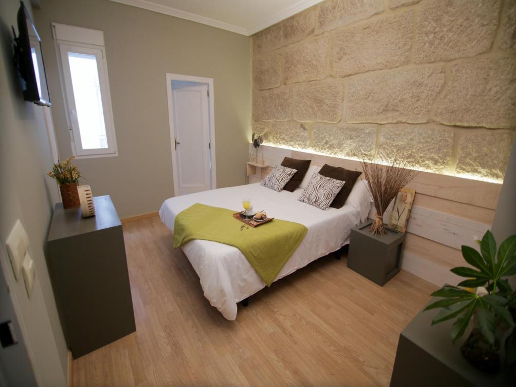 A bed or beds in a room at Hotel Alda Estación Vigo