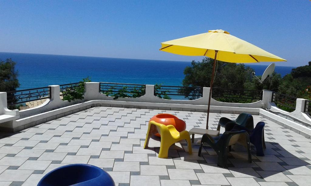 A balcony or terrace at Akis Apartments