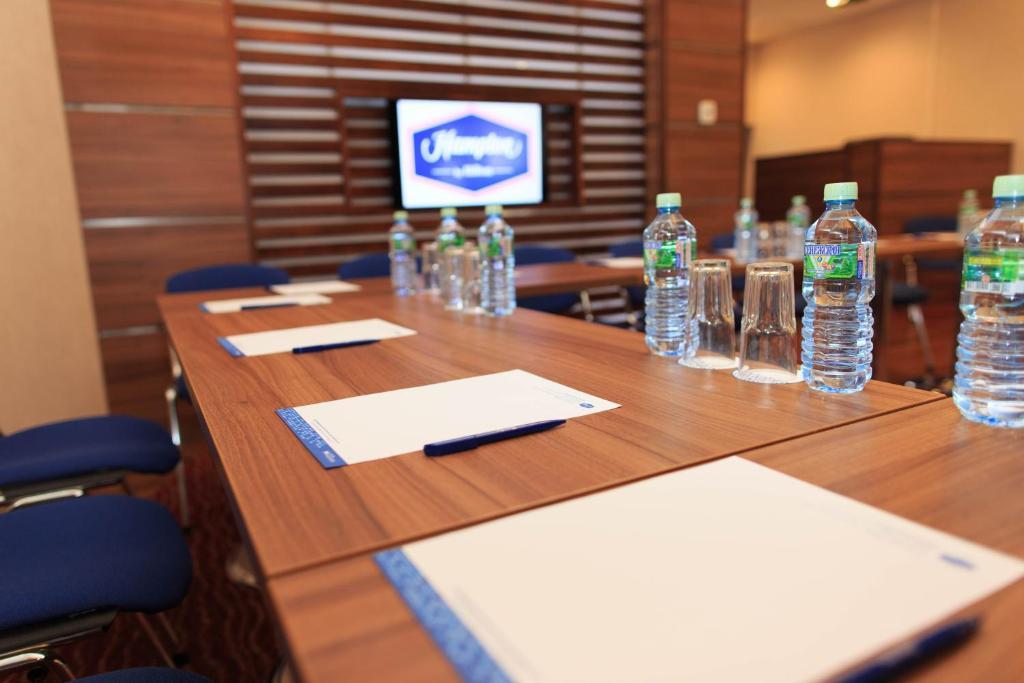 Бизнес-центр и/или конференц-зал в Отель Hampton by Hilton Воронеж