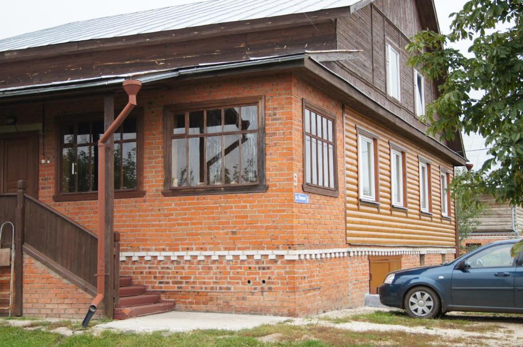 Фасад или вход в Guest House na Ivanovskom