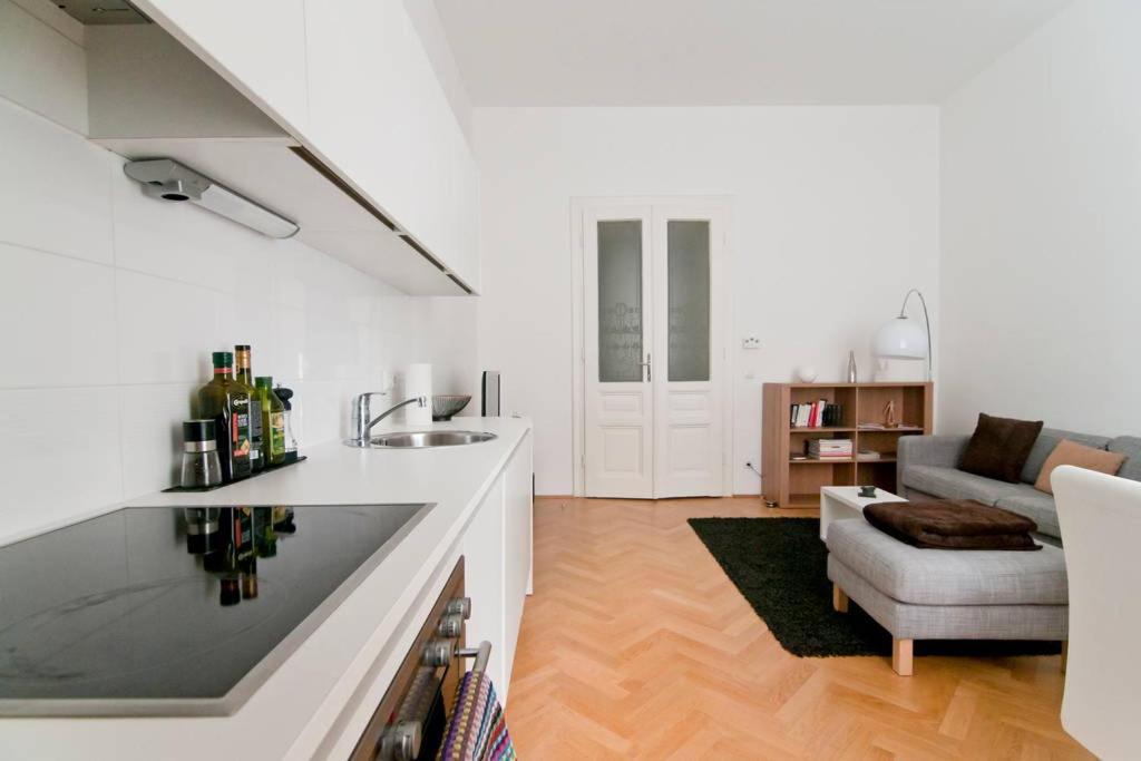 Modern Central Apartment, Vienna, Austria - Booking.com