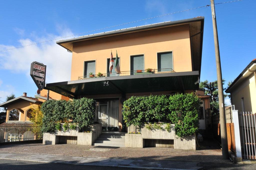 Hotel Molteni (Italia Veduggio con Colzano) - Booking.com