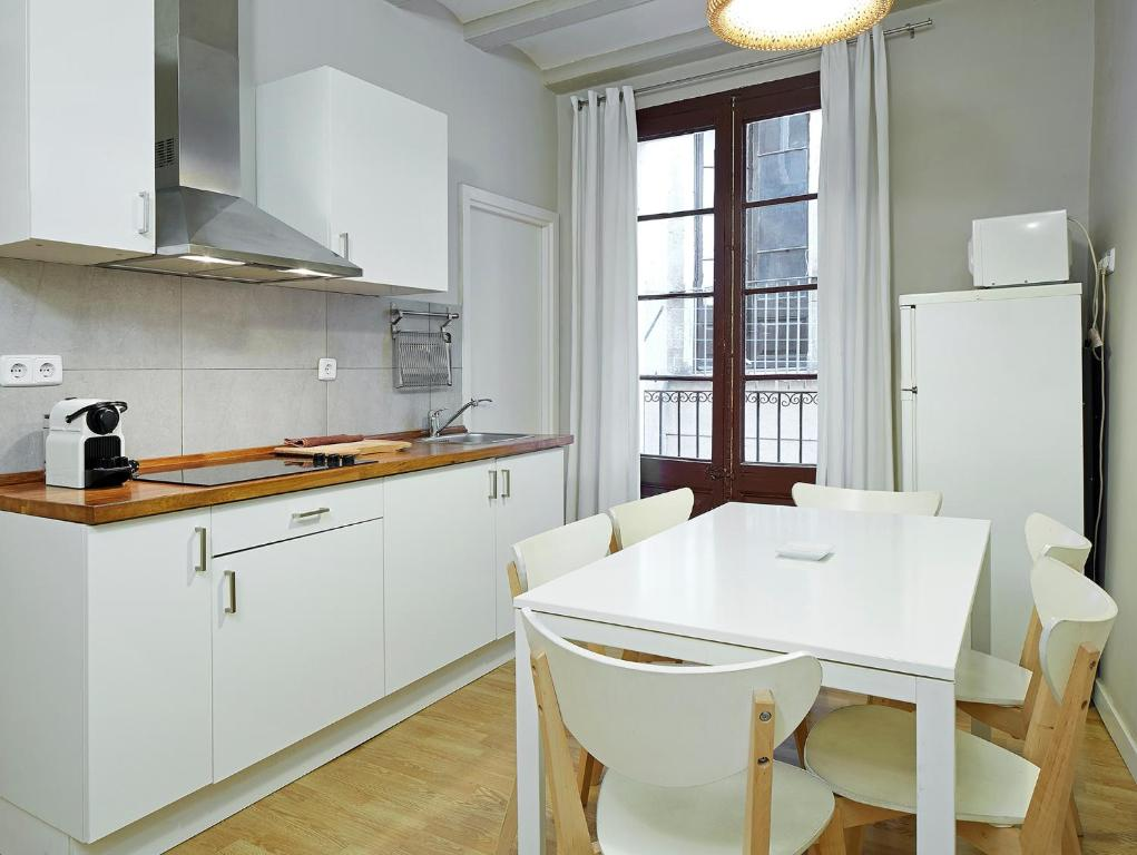 Cucina o angolo cottura di Barcelona Mercaders Apartments