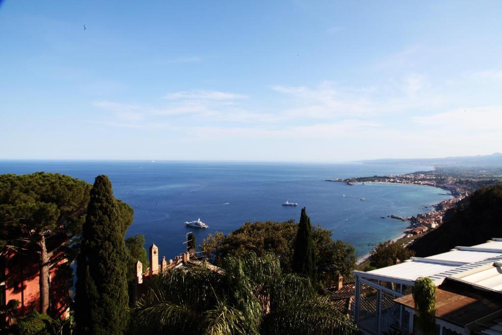 Apartament panoramica sul mare taormina it lia taormina - La finestra sul mare taormina ...
