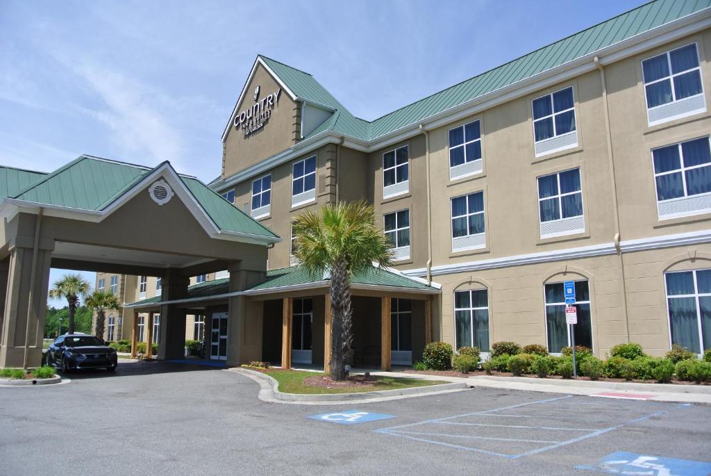 Country Inn & Suites by Radisson Savannah Airport.