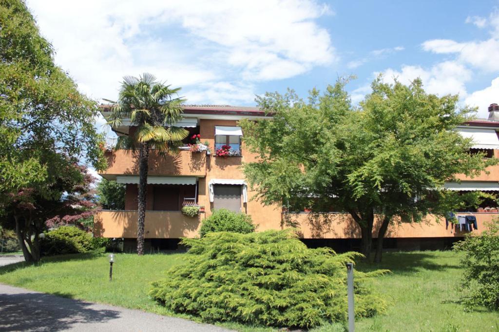 Appartamento lago maggiore italia monvalle for Appartamento lago
