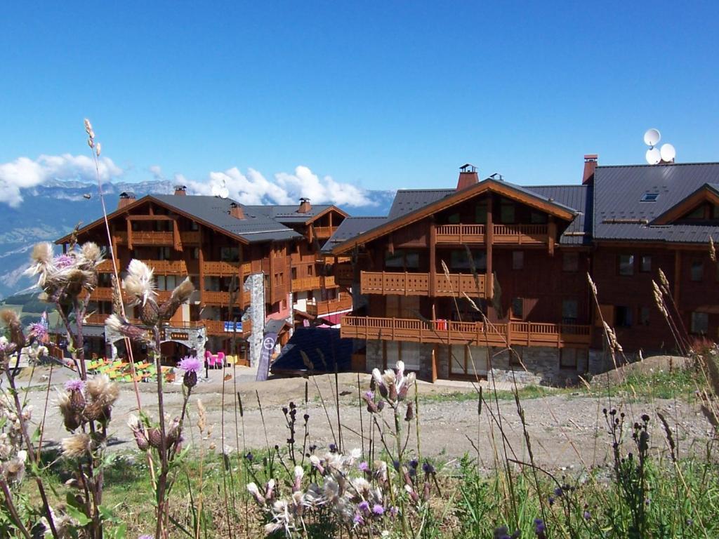 Apartment les 7 laux immobilier services prapoutel for Reservation hotel france