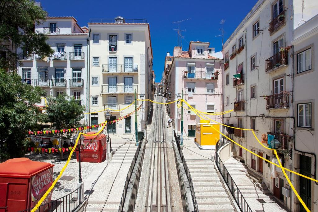 Ferienwohnung Ascensor Da Bica Lisbon Serviced Portugal