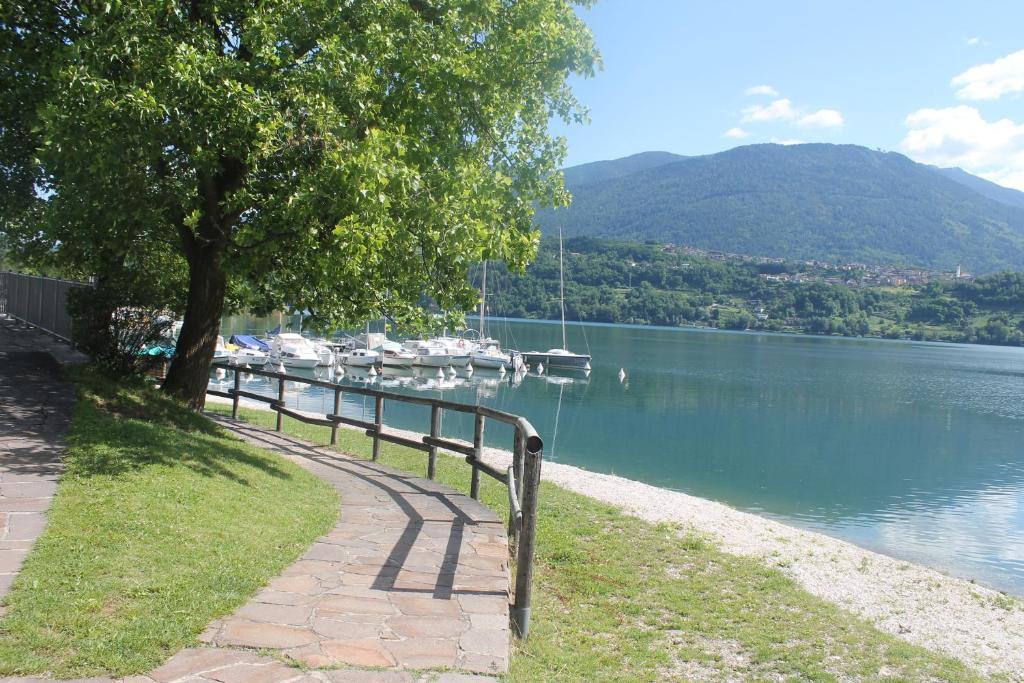 Appartamento casa giorgia italia calceranica al lago for Comprare casa al lago