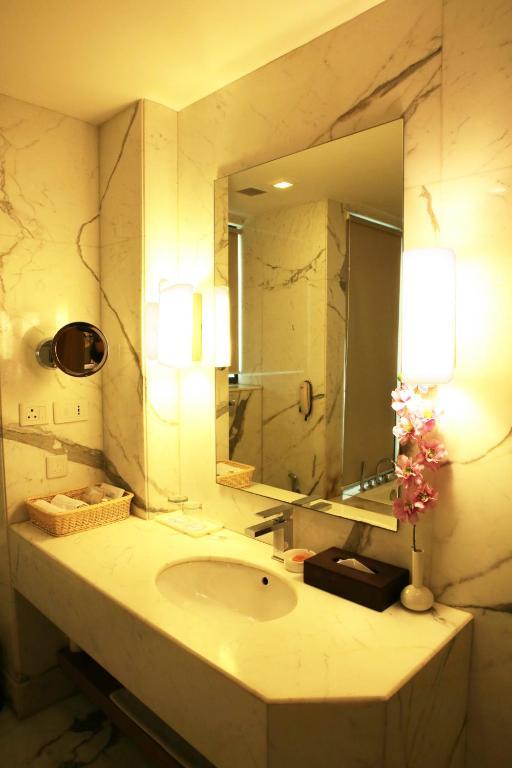 Hotel Golden Tulip, New Delhi