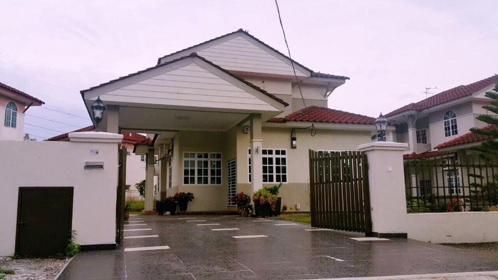 Bungalow House Ipoh Meru Malaysia Bookingcom
