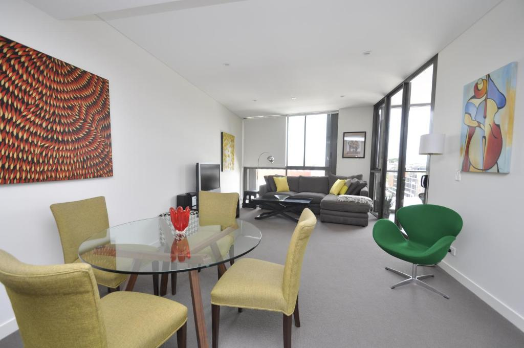 Waterloo self contained modern one bedroom apartment 708sam gallery image of this property solutioingenieria Images