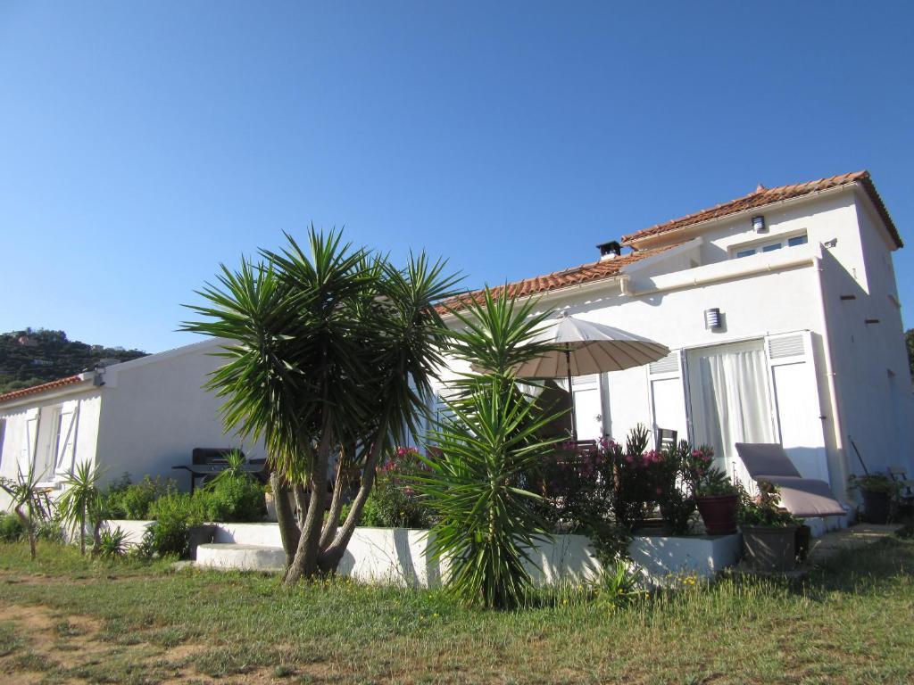 Villa maison plage de la roya france saint florent for Reserver hotel et payer sur place